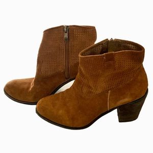 Vince Camuto rust brown perforated suede boots 9